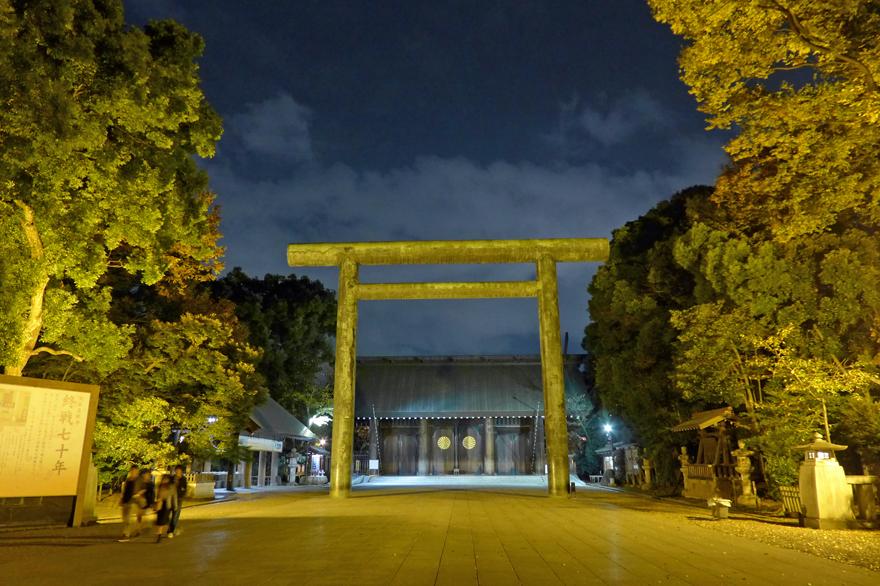 夜の靖國神社